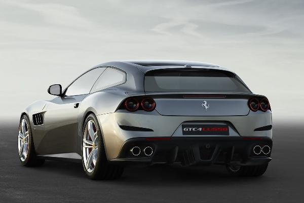 2016 Noul Ferrari GTC4Lusso spate