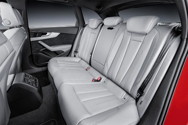 Audi A4 2015 - Avant interior spate