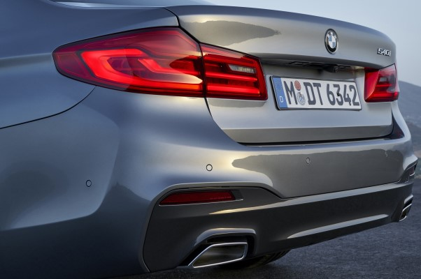 BMW Seria 5 2016 - 2017 faruri spate