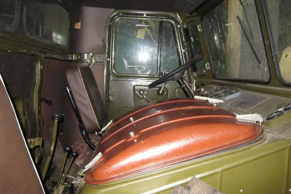Camioane-rusesti-si-sovietice-GAZ-66-int