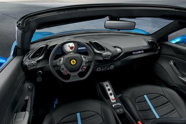 Cel mai puternic Ferrari decapotabil - 488 Spider interior