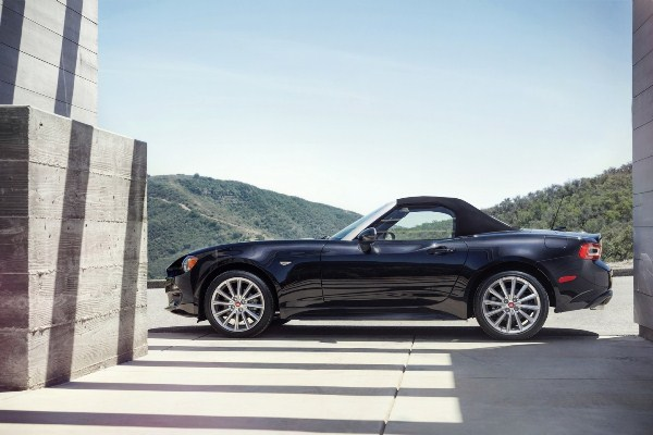 Fiat 124 Spider 2016 lateral