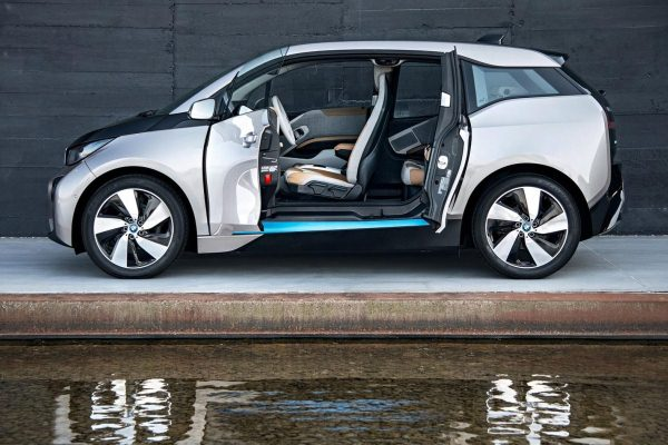 Masini electrice BMW i3 lateral