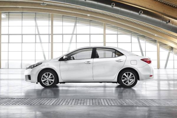 Noua Toyota Corolla lateral