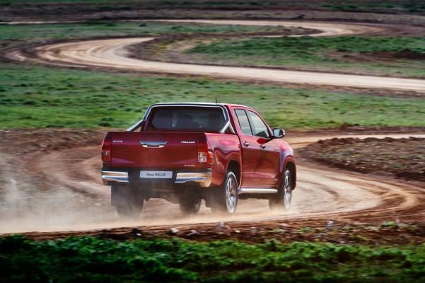 Noua Toyota Hilux 2015 spate