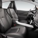 Noua Toyota Prius 4 2015 interior 2