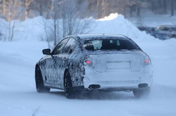 Noul BMW M5 2017 spate