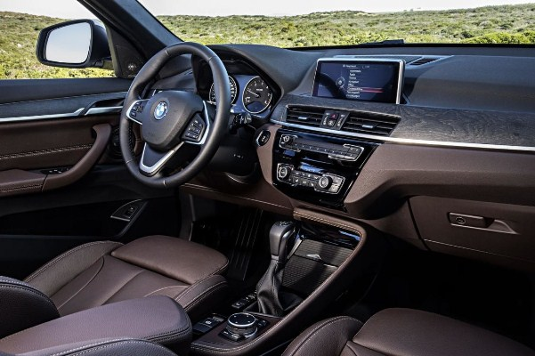 Noul BMW X1 interior foto