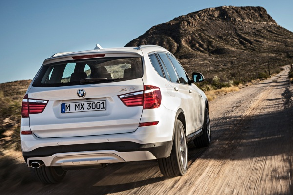 Noul BMW X3 facelift 2014 in motion