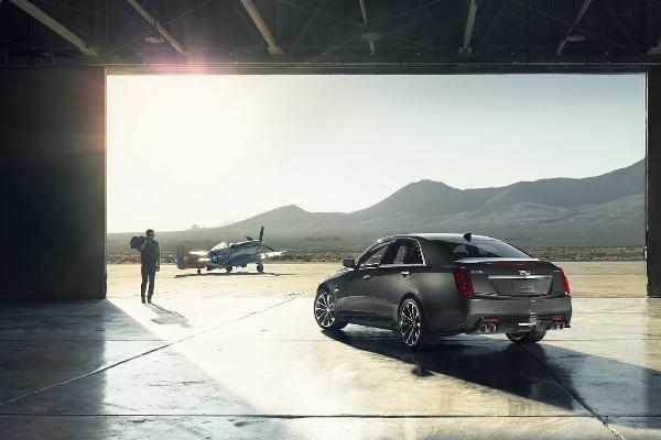 Noul Cadillac CTS-V 2015 cel mai puternic automobil de marca Cadillac spate 2
