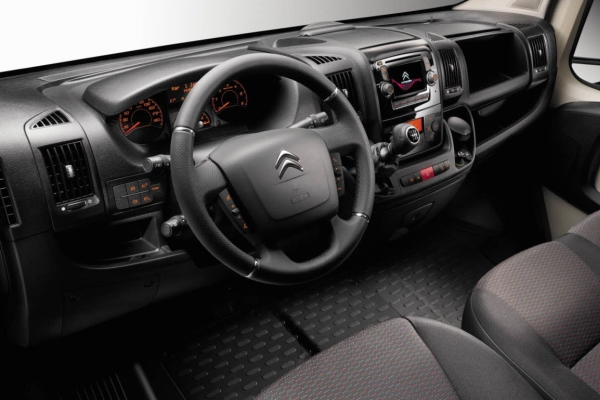 Noul Citroen Jumper facelift 2014 interior