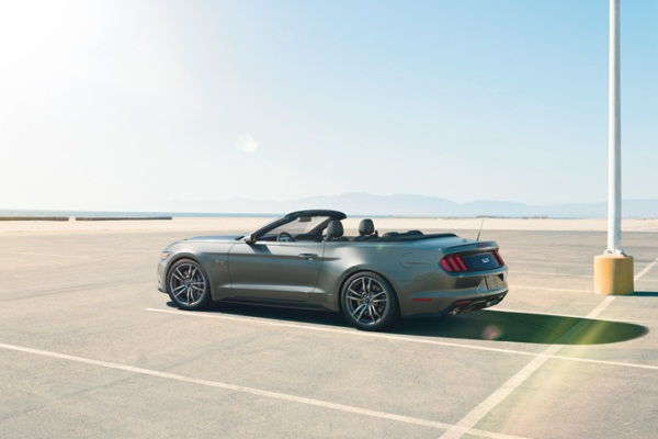 Noul Ford Mustang 2014 convertible