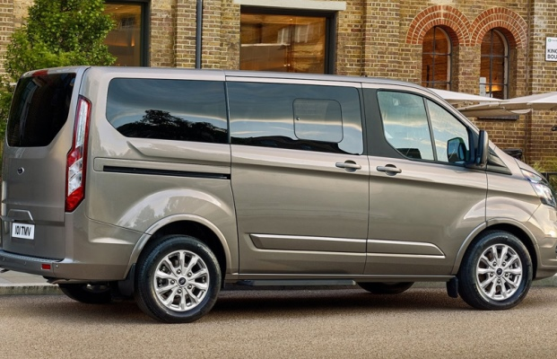 Noul Ford Turneo Custom facelift lateral