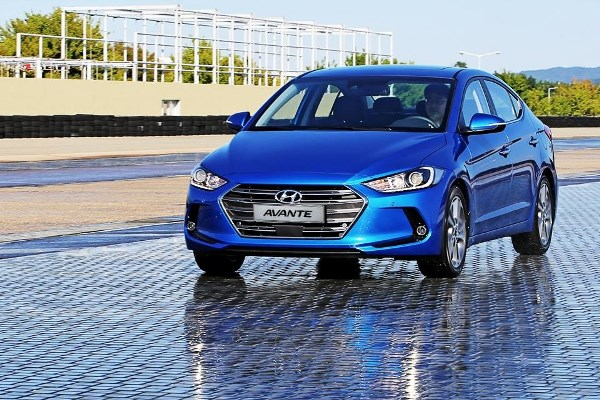 Noul Hyundai Elantra 2015 imagini