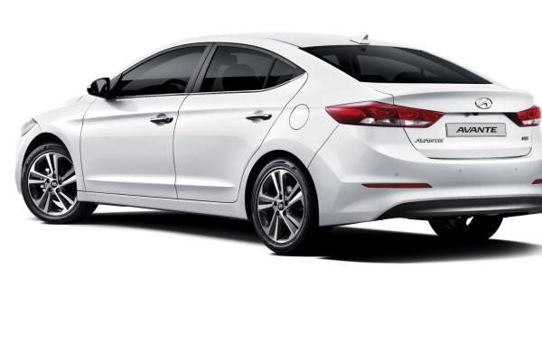 Noul Hyundai Elantra 2015 spate