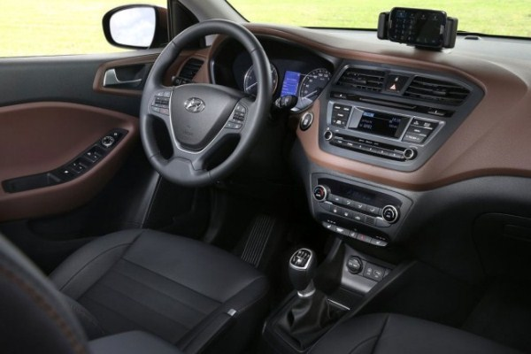 Noul Hyundai i20 2 2015 interior