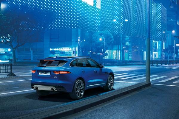 Noul Jaguar F-Pace - primul SUV Jaguar imagini spate