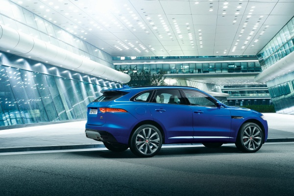 Noul Jaguar F-Pace - primul SUV Jaguar lateralNoul Jaguar F-Pace - primul SUV Jaguar lateral