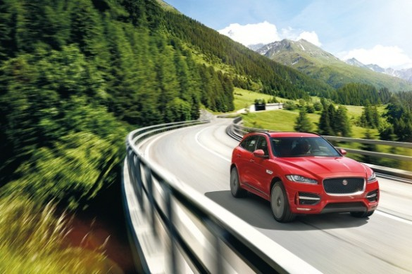 Noul Jaguar F-Pace - primul SUV Jaguar red