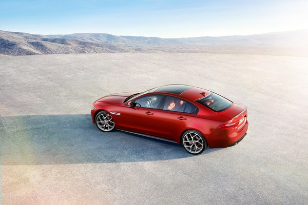 Noul Jaguar XE 2015 lateral