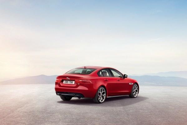Noul Jaguar XE 2015 spate