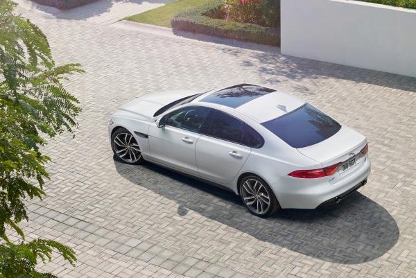 Noul Jaguar XF 2015 de sus