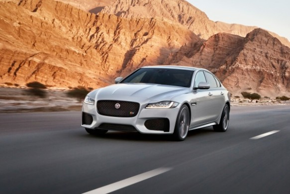 Noul Jaguar XF 2015 in motion