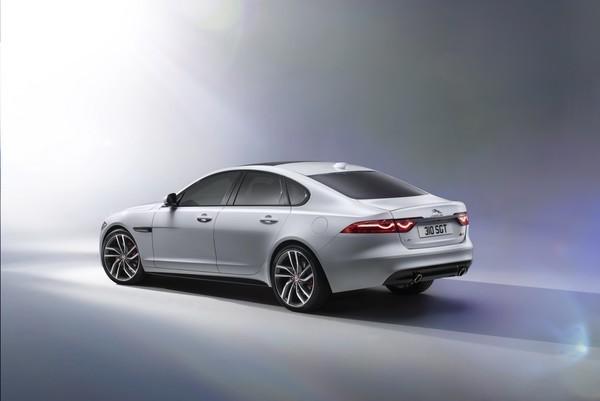 Noul Jaguar XF 2015 spate
