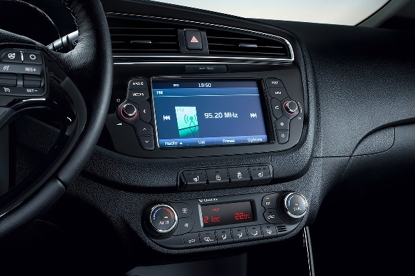 Noul Kia Cee'd 2015 facelift interior