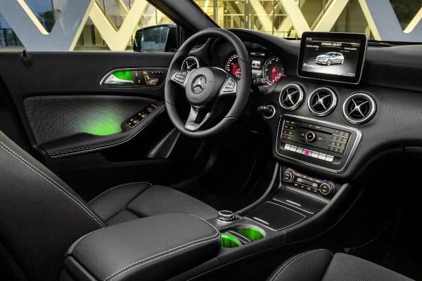 Noul Mercedes A-Class 2015 interior - afisaj nou