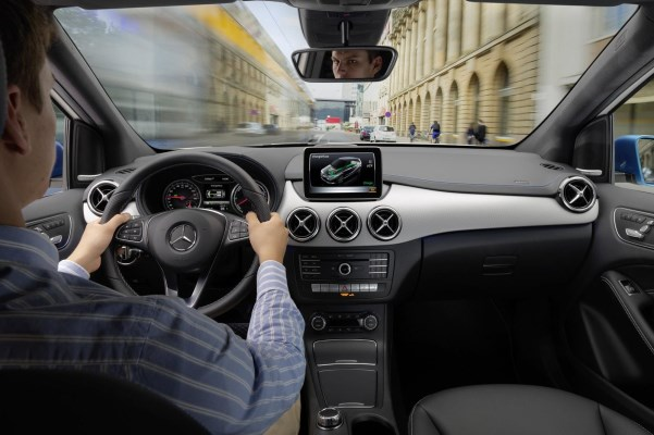 Noul Mercedes B Class 2014 facelift interior