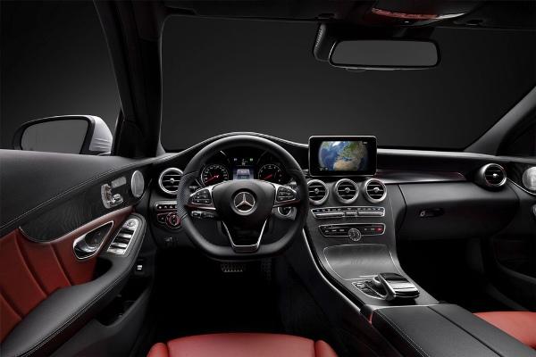 Noul Mercedes-Benz C Class interior