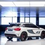 Noul Mercedes GLA 45 AMG spate 2