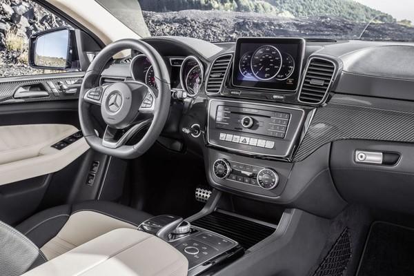 Noul Mercedes GLE Coupe pentru 2015 interior