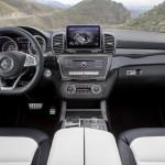 Noul Mercedes GLE interior