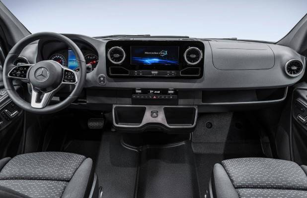 Noul Mercedes Sprinter 2018 interior fata