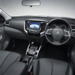 Noul Mitsubishi L200 2015 interior