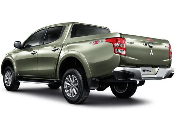 Noul Mitsubishi L200 2015 spate