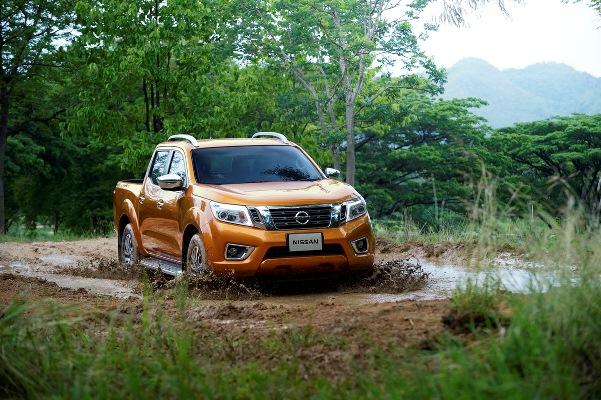 Noul Nissan Navara 2014 in motion
