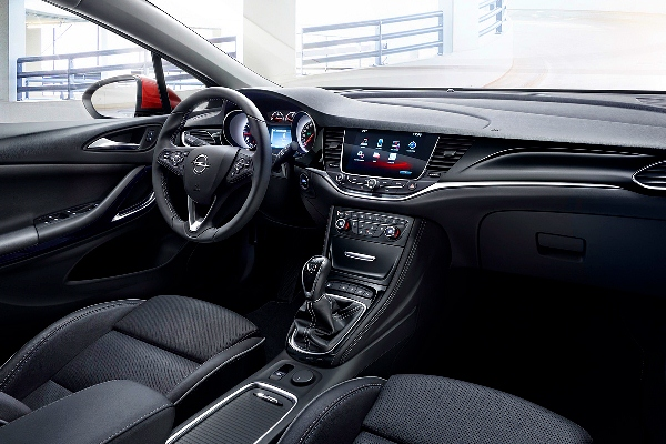 Noul Opel Astra Sports Tourer 2015 interior