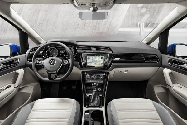 Noul VW Touran 3 interior