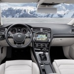Noul Volkswagen Golf 8 va veni cu un interior optimizat fata de modelul actual (in foto)