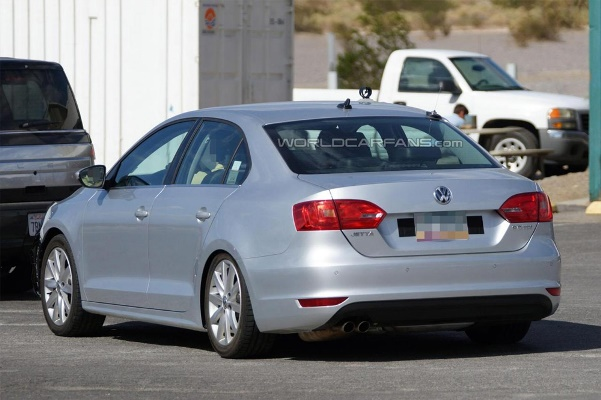 Noul Volkswagen Jetta facelift 2014 spate