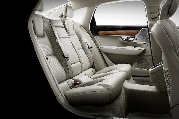 Noul Volvo S90 spate