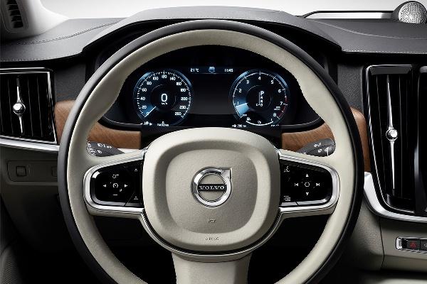 Noul Volvo S90 volan