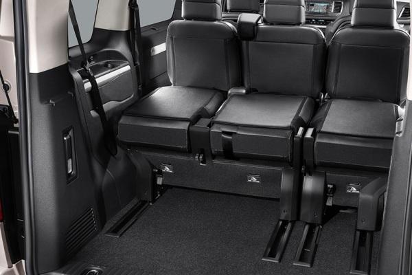 Noul minivan Citroen SpaceTourer 2016 interior foto