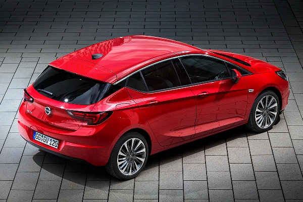 Opel Astra K red foto spate