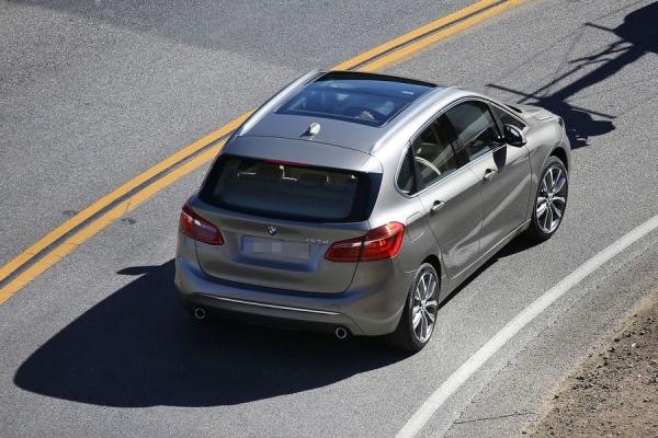 Primul BMW cu tractiune fata - BMW 2 series Active Tourer spate