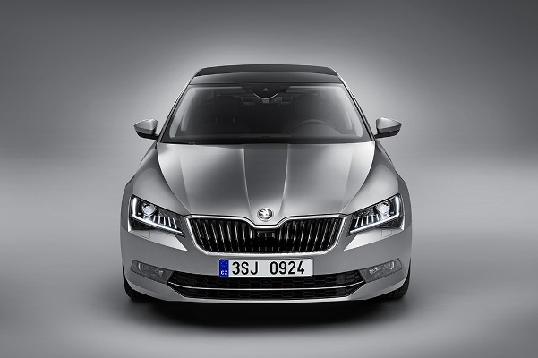 Skoda Superb 2015 fata