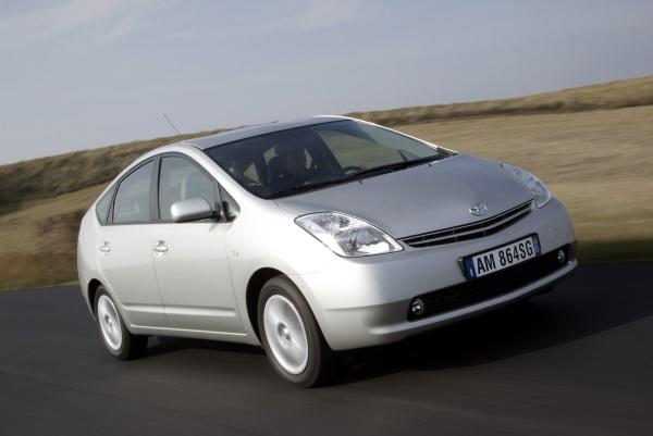 Toyota Prius recenzie si istorie - a doua generatie